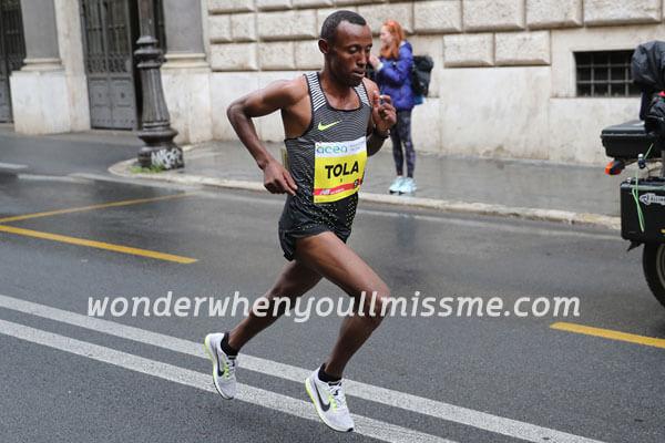 Shura Kitata นักวิ่งมาราธอนชาวเอธิโอเปียชนะการแข่งขันการวิ่งลอนมาราธอนล่าสุด ในขณะที่ Eliud Kipchoge เจ้าของสถิติโลกของเคนย่าได้หายไปในช่วง
