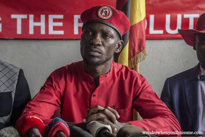 Bobi Wine ผู้นำฝ่ายค้านของอูกันดากล่าวว่าเขากำลังถอนคดีในศาลที่ท้าทายผลการเลือกตั้งประธานาธิบดีที่มอบชัยชนะให้กับผู้ดำรงตำแหน่งประธานาธิบดี