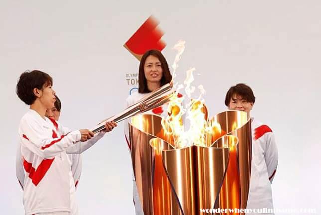 Tokyo Olympic torch เจ้าหน้าที่ตำรวจที่ช่วยเหลืองานวิ่งคบเพลิงโอลิมปิกของญี่ปุ่นได้กลายเป็นผู้เข้าร่วมกลุ่มแรกที่เกี่ยวข้องกับเหตุการณ์นี้ที