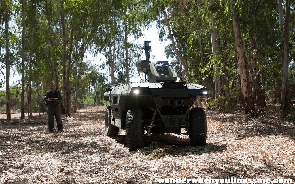 Israeli firm ผู้รับเหมาด้านการป้องกันประเทศของอิสราเอล บริษัท Israel Aerospace Industries ได้เปิดตัวหุ่นยนต์ติดอาวุธที่ควบคุมจากระยะไกล