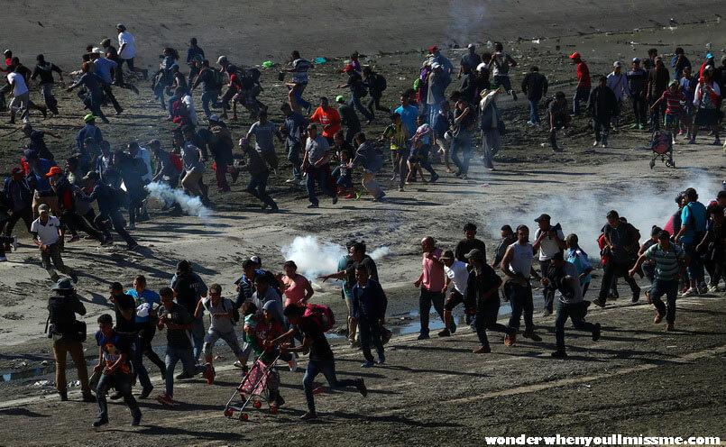 Mexico blocks เจ้าหน้าที่ความมั่นคงและการย้ายถิ่นของเม็กซิโกได้ปิดกั้นทางเดินของคาราวานผู้อพยพรายใหม่ ซึ่งควบคุมตัวคนได้หลายคน